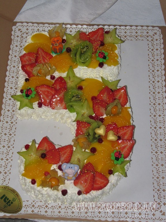 ar augļiem
