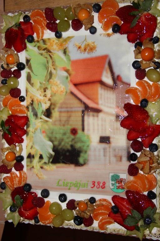 Foto kūka Liepājai 388 gadi