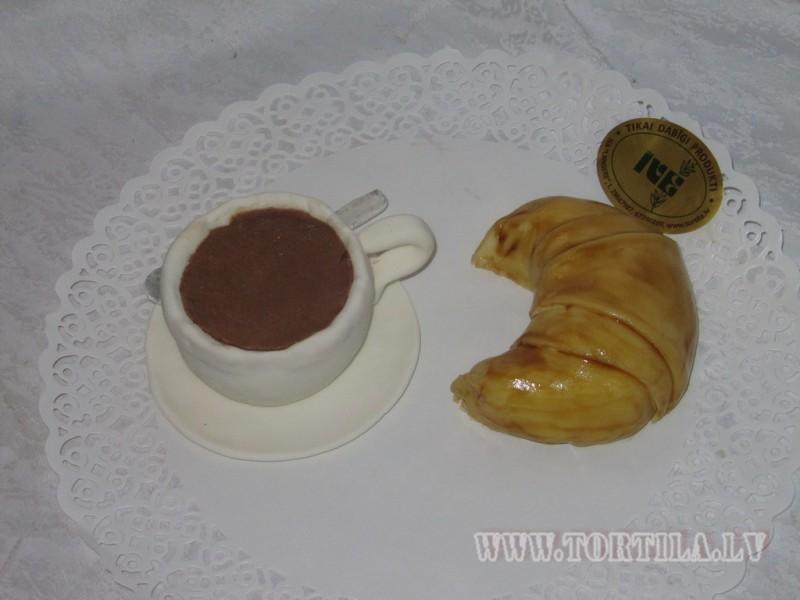 Kafija ar kruasānu